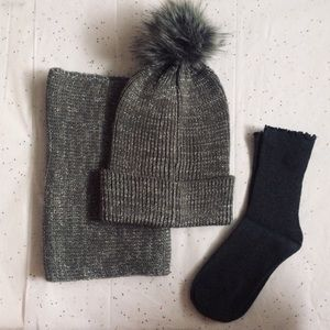 Accessories - ❄️Luxe Fur Pom Pom Hat, Infinity Scarf & Sock Set